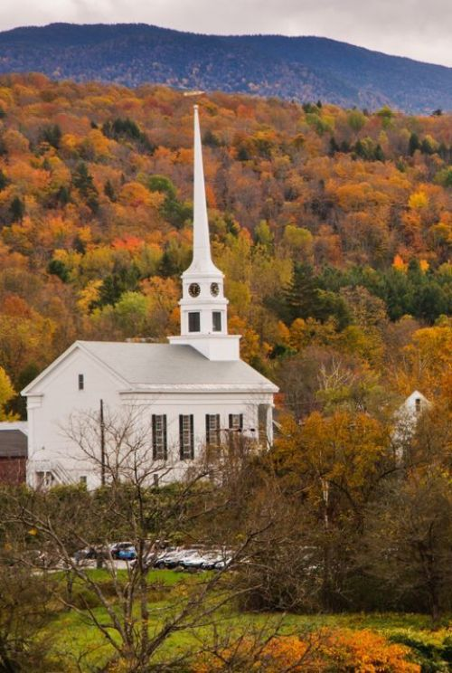 10 Beautiful Autumn Travel Destinations on the East Coast