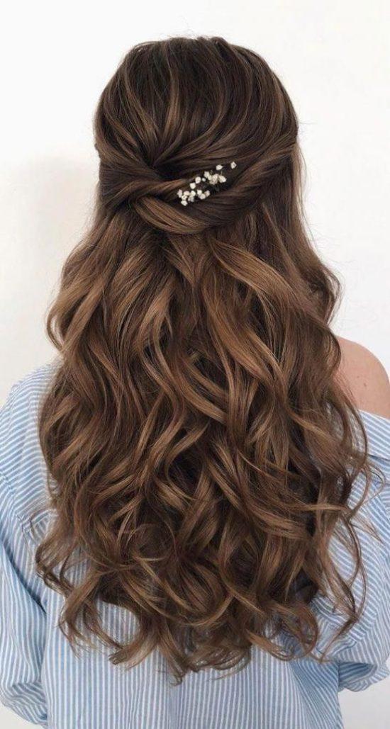 6 façons de boucler vos cheveux avec un lisseur