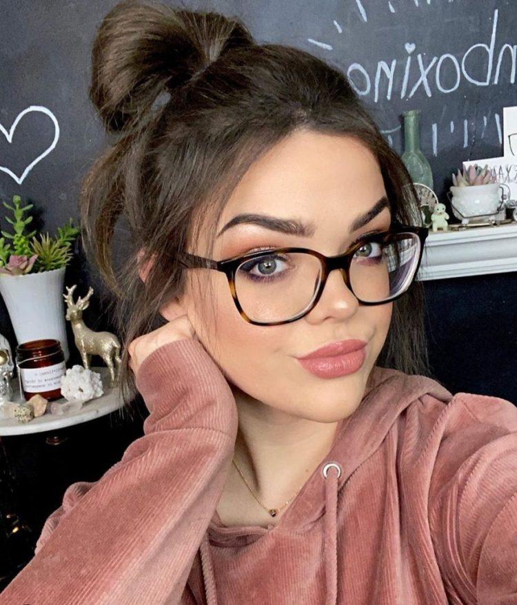 Top 10 Beauty YouTubers You Should Definitely Sub To