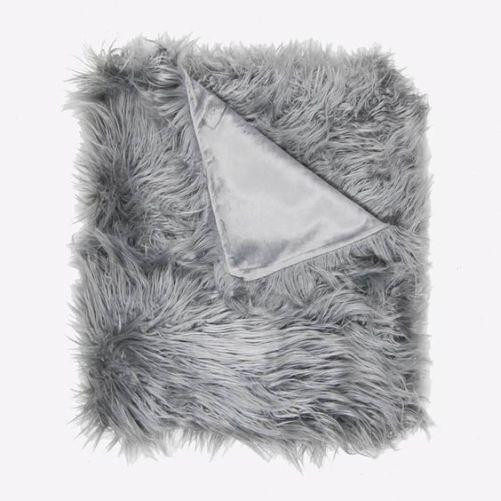*Cute Dorm Room Blankets That'll Make Everyone Love You More