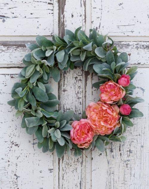 10 Beautiful DIY Hoop Wreath Ideas