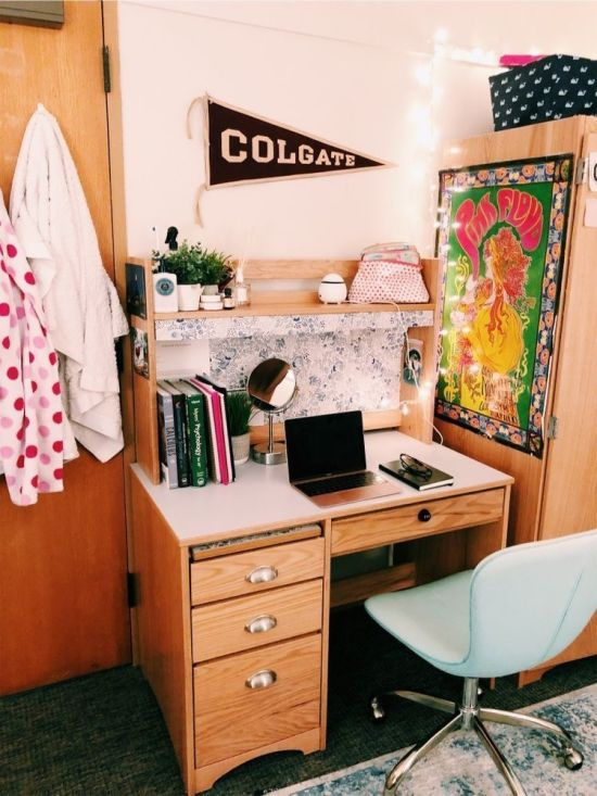 5 Places To Put Your Desk In Your Dorm For Optimum Studying