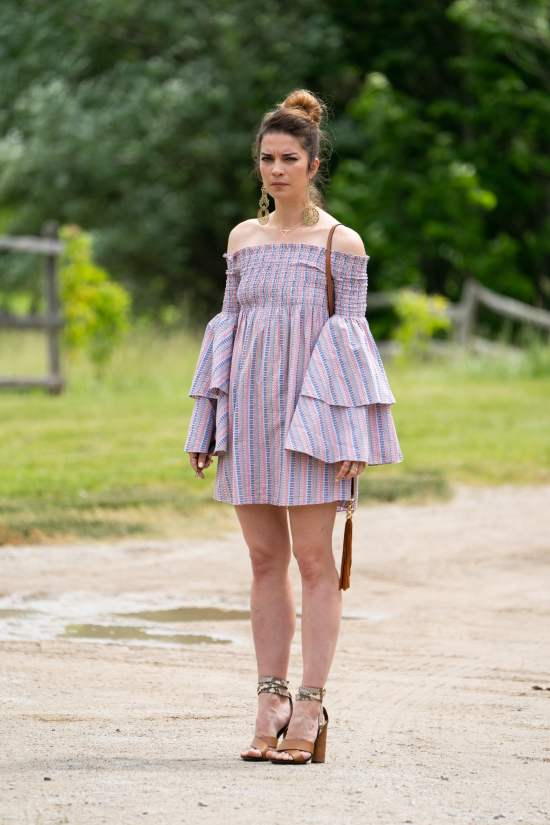 10 Alexis Rose Outfits That Are To Die For