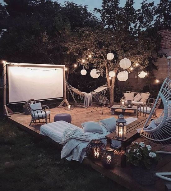 Top 10 Ways To Throw An Awesome Summer Party