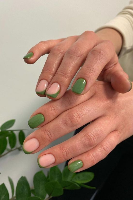 Earthy tones minimilast nails for Virgos.