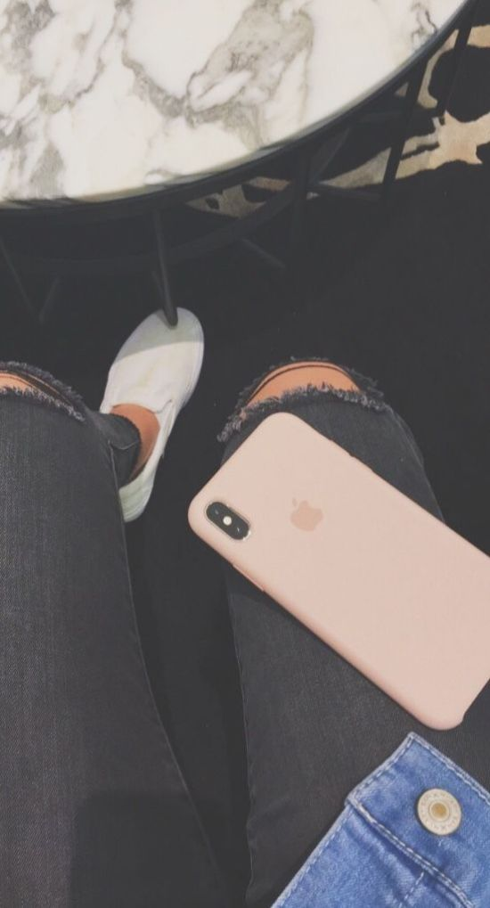 6 Tips For Staying Off Your Phone To Reduce Your Screen Time