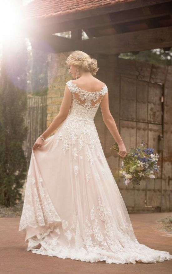 10 Gorgeous Corset Wedding Dresses For The Romantic Bride