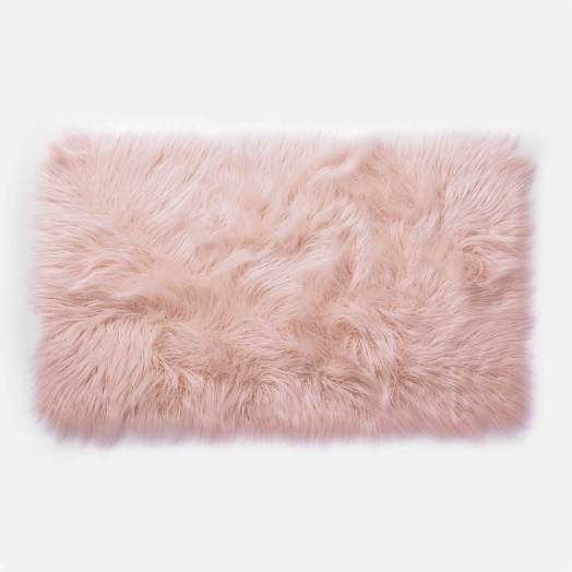 10 Dorm Rugs That Will Give Your Room Some Colour