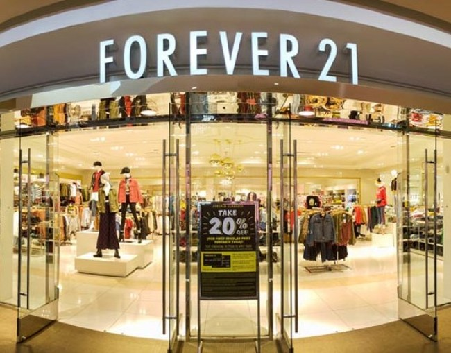 Since the coronavirus pandemic has reached Arkansas, Sophie and other shops in Rogers like Forever21, Buckle and Hot Topic have closed their doors to the public.