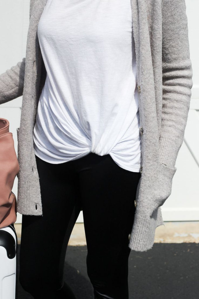 8 Comfy Travel Outfits That Are Still Fashionable