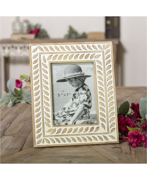 10 Beautiful Picture Frames Perfect For Your Apartment
