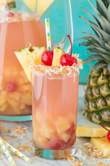10 Drink Recipes To Enjoy By The Pool