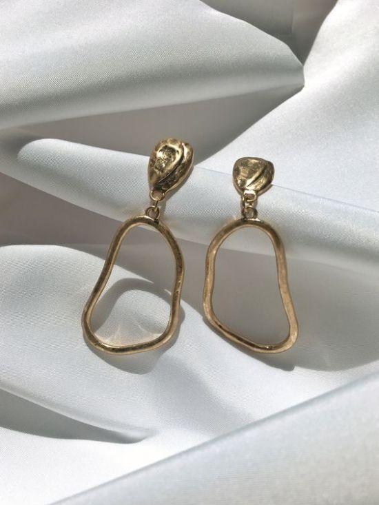 8 süße Ohrringe, die jeder in diesem Herbst tragen wird