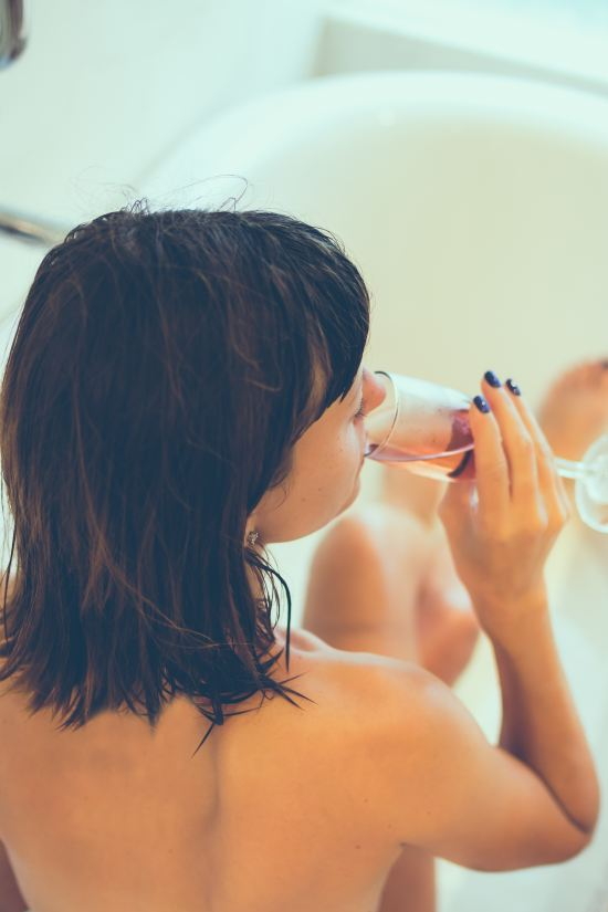 6 Reasons Romantic Baths Are Better Than Steamy Showers