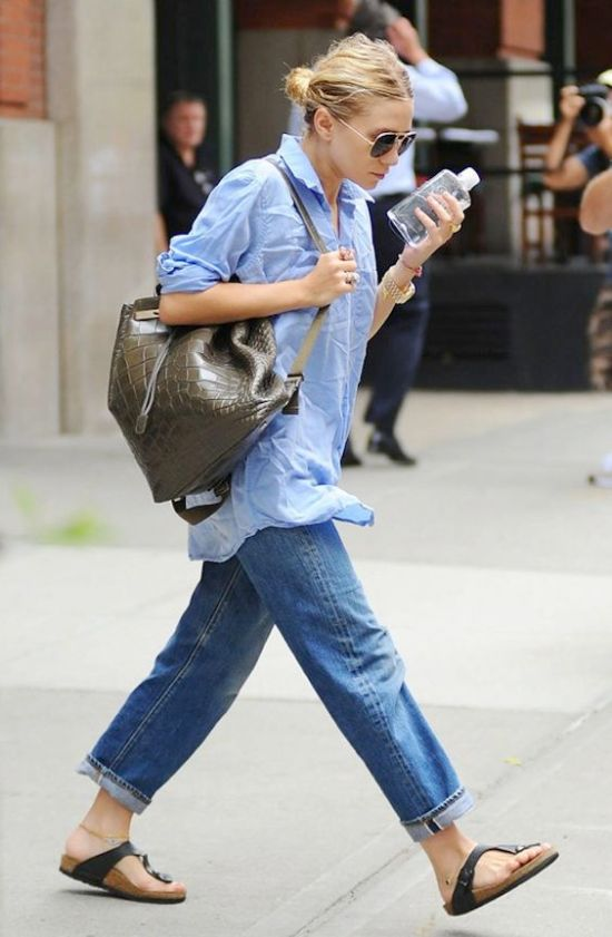 Celebrities Who Rock The Mom Jeans Like No Other