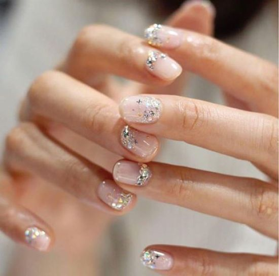10 Subtle Glitter Nails Perfect For Every Occasion