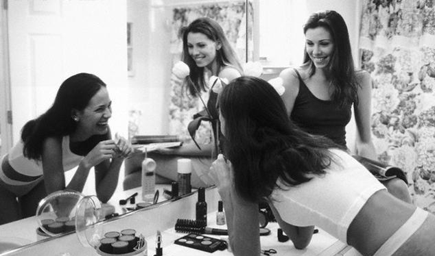 15 Reasons Girls Go In The Bathroom Together