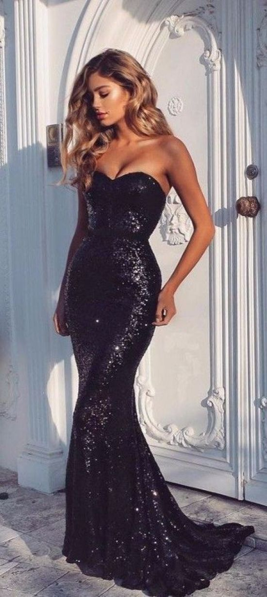 10 Black Prom Dresses That You'll Look Fresh In
