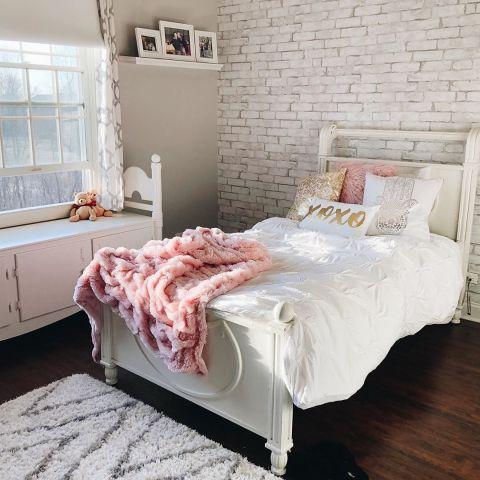 *10 Dorm Room Essentials Everyone Needs