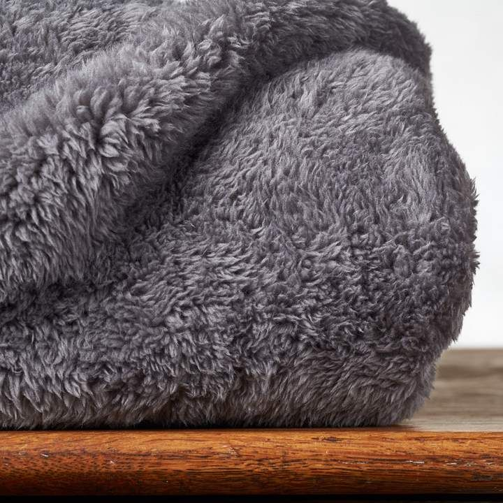 10 Cozy Blankets For Your Dorm Room