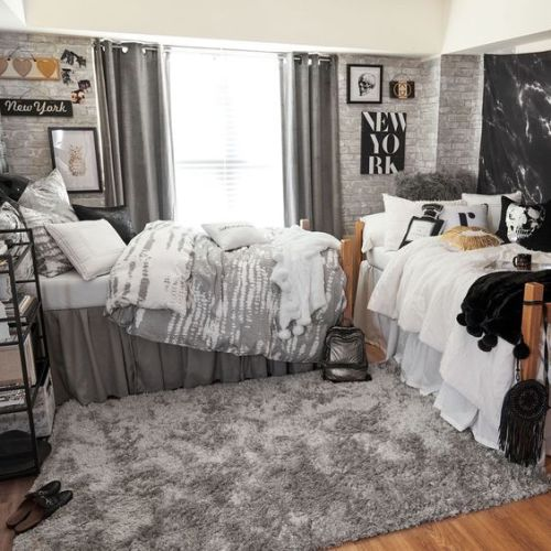 10 Essentials Everyone Should Have In Their Dorm Room