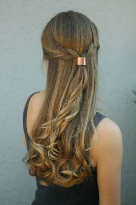 Simple And Classy Hairstyles To Wear To Your Graduation Ceremony