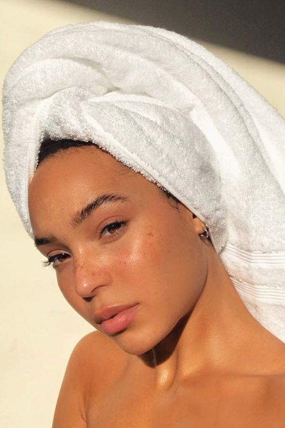 How To Keep Your Skin Looking Moisturized This Summer