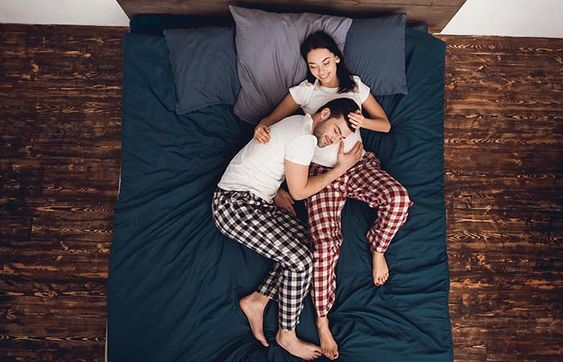 10 Cozy Cuddling Positions For A Lazy Day