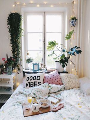 10 Decor Ideas To Liven Up Your Dorm Room