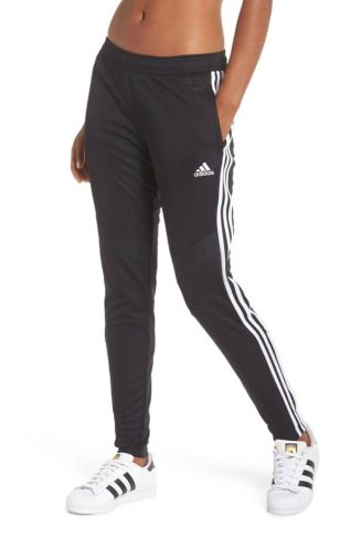 *10 Athleisure Outfits You Can Wear For Any Daytime Activity