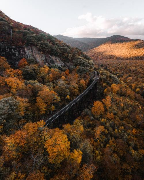 10 Best Places for a Beautiful Fall Hike