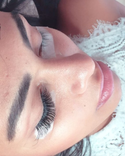 Eye Lash Lift VS. Eye Lash Extensions: Pros And Cons Of Each