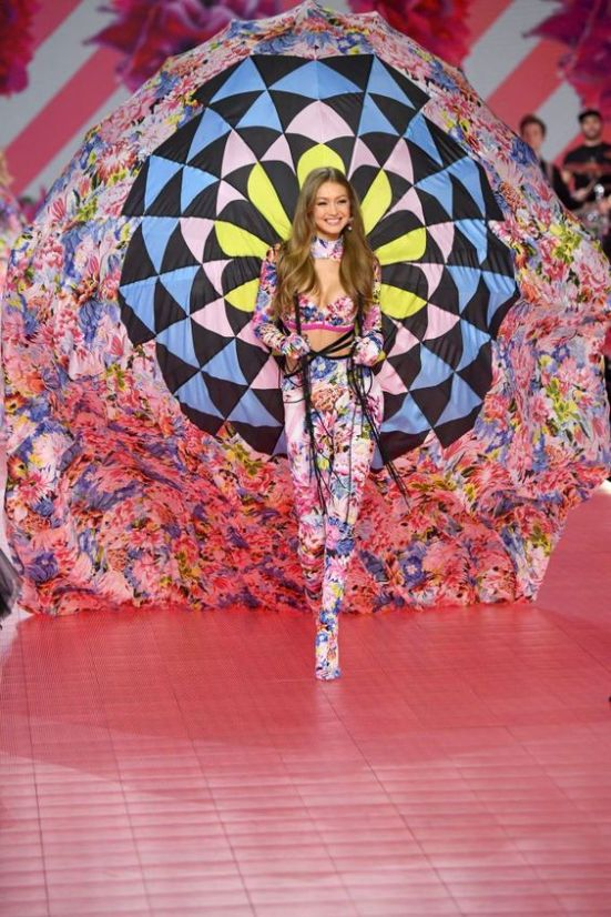 The Top 10 Looks From The 2018 Victoria's Secret Fashion Show