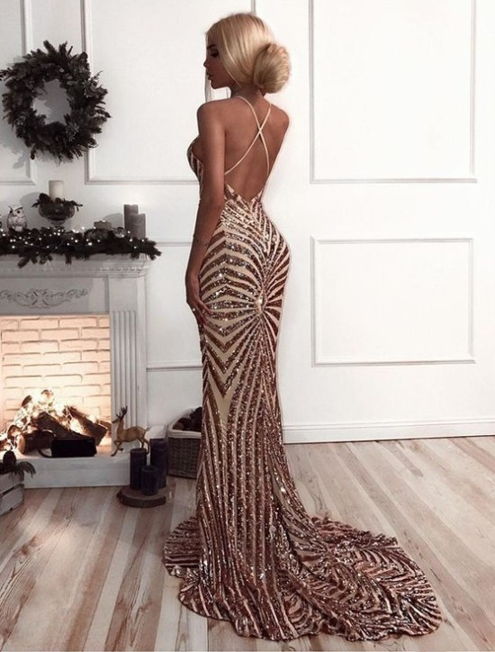 10 Gold Prom Dress Looks To Own The Dancefloor