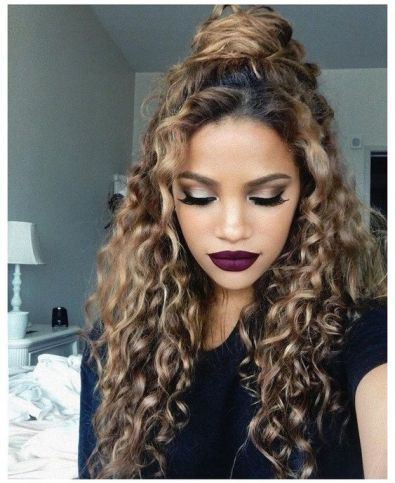 10 Beautiful Hairstyles for all That Curly Hair