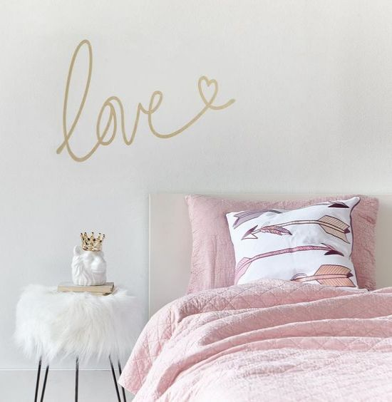 10 ways to decorate your dorm for spring this year
