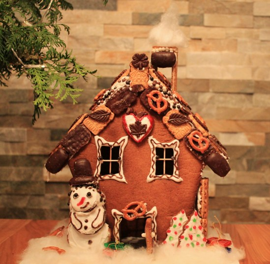 What You Need At Your Gingerbread House Decorating Party