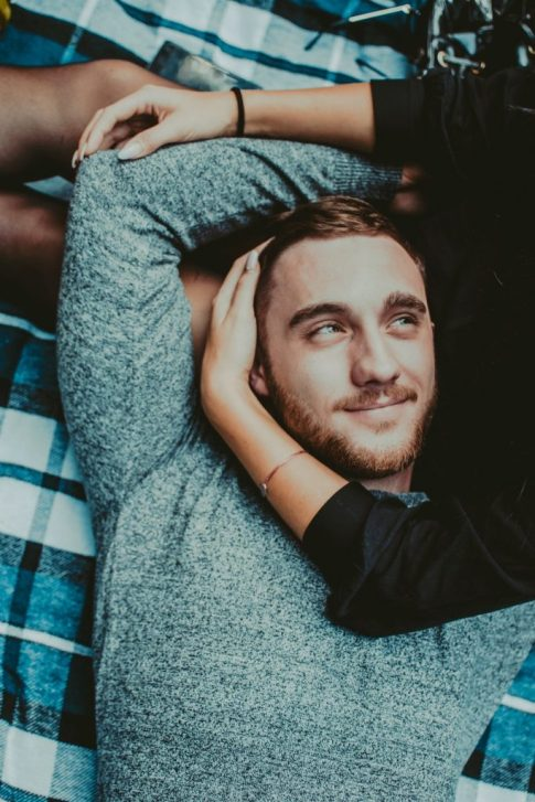 7 Signs That You're Dating A Keeper