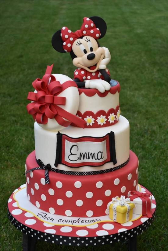 7 Disney Cakes That Would Make You Wanna Be Six Again