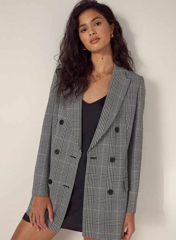 *10 Chic Professional Outfits That Look Amazing