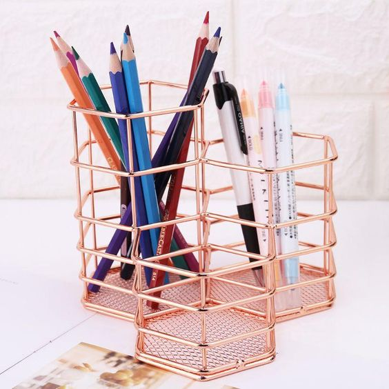 *10 Items For A Perfect Desk