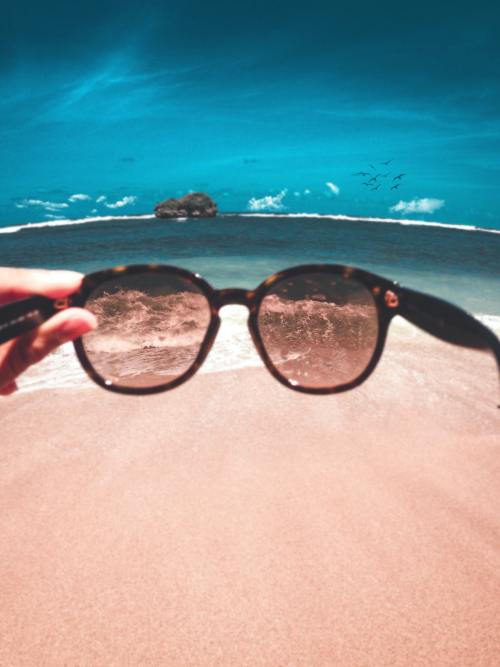 12 Must Have Products For Your Beach Day