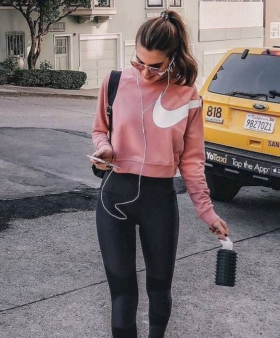 fitness tips: girl in gym clothes with headphones