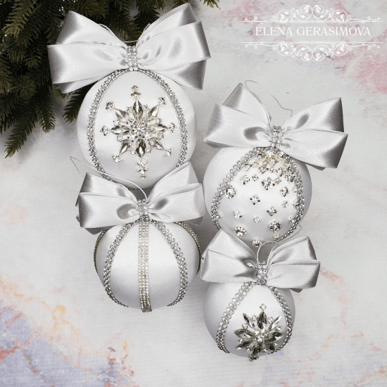 The Most Chic Ornaments Your Christmas Tree Needs This Year