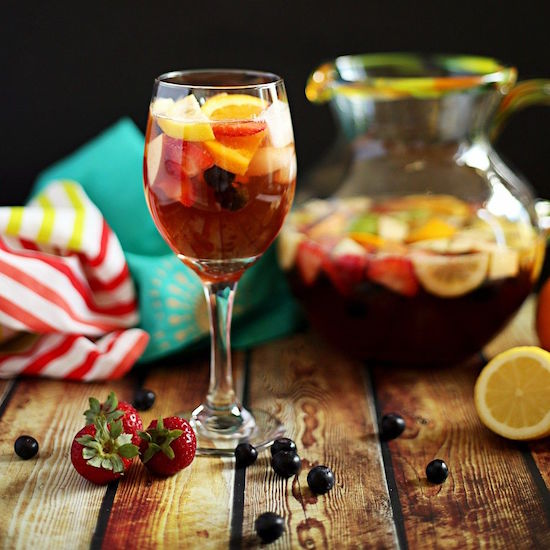 8 Delicious Non-Alcoholic Drinks You Can Serve At Summer Parties