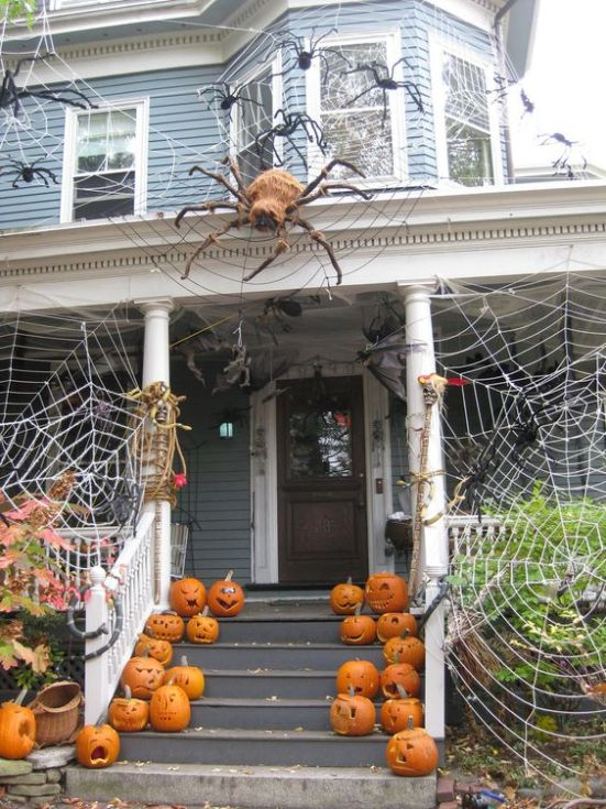 Spooky, scary or silly; these outdoor Halloween decorations will make your house the envy of the neighborhood. Choose which style you like and then happy decorating!