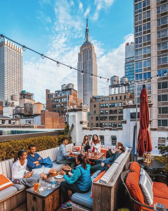10 Rooftops Bars You Need To Try In NYC
