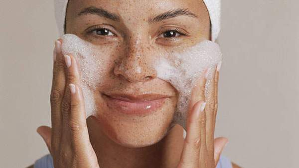 10 Easy Steps to Help Reduce and Keep Away That Annoying Acne