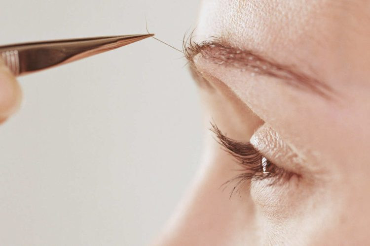 10 Mistakes You're Definitely Making When You Pluck Your Eyebrows