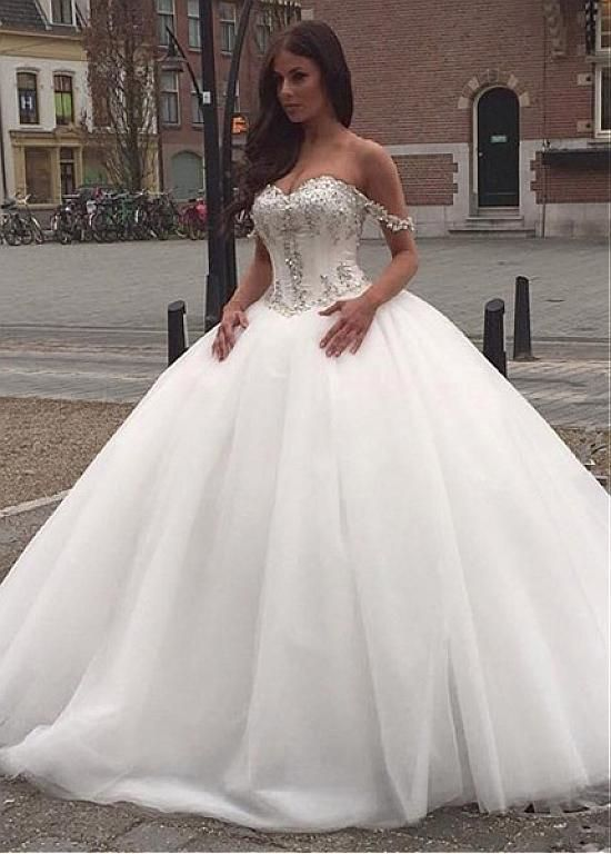 15 Gorgeous Off The Shoulder Wedding Dresses - Society19 UK